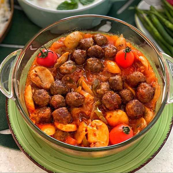 دستور پخت خورش گوشت و قارچ؛ غذای آسان و خوشمزه